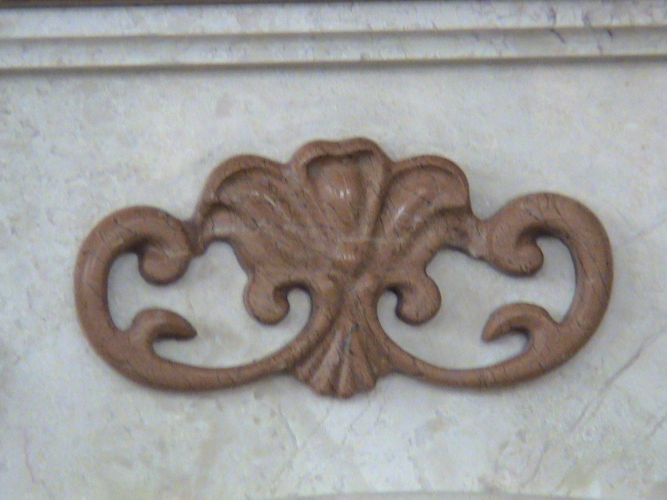 Украшение из мрамора на камин фото 1 — изелия и проекты от Bevers Marmyr