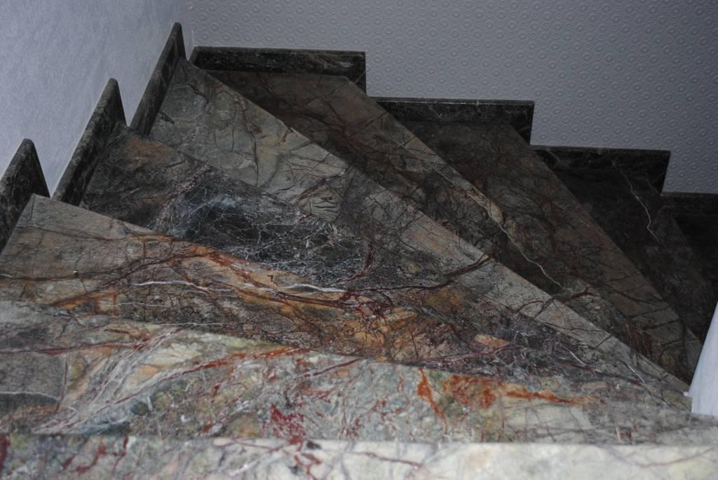 Лестница из мрамора-2 фото 1 — изелия и проекты от Bevers Marmyr