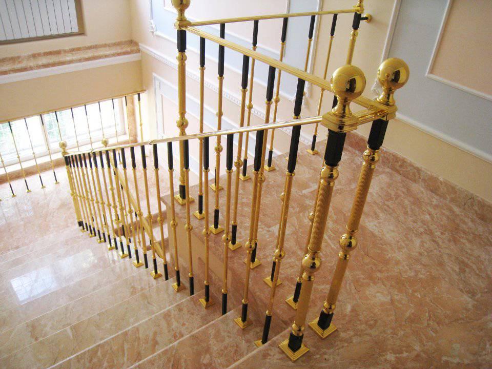 Лестница из мрамора фото 1 — изелия и проекты от Bevers Marmyr