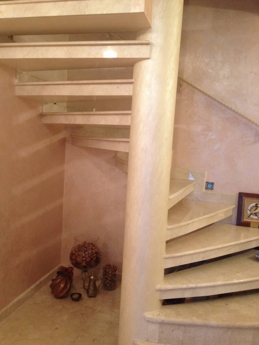 Лестница из мрамора 2 фото 1 — изелия и проекты от Bevers Marmyr