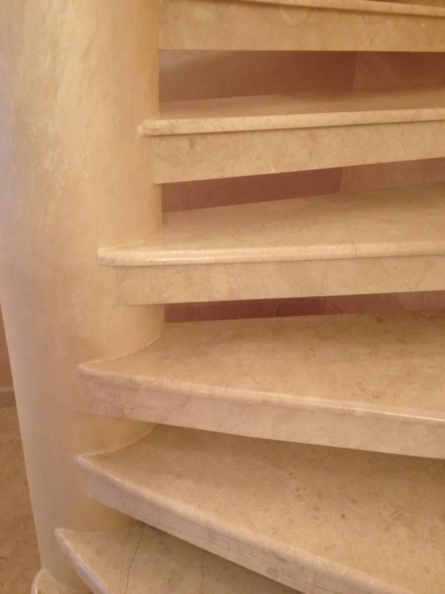 Лестница из мрамора 2 фото 3 — изелия и проекты от Bevers Marmyr