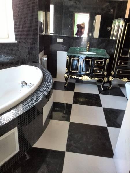 Облицовка ванной комнаты мрамором-2 фото 1 — изелия и проекты от Bevers Marmyr