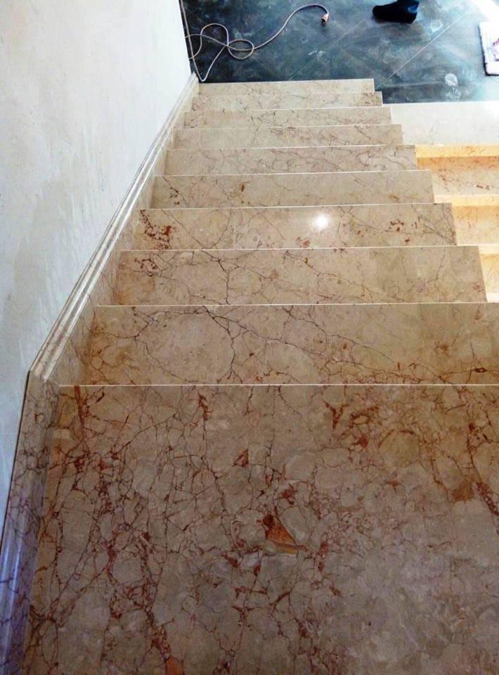 Лестница из мрамора-4 фото 1 — изелия и проекты от Bevers Marmyr