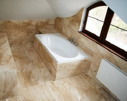 мраморный мол и стены в ванной