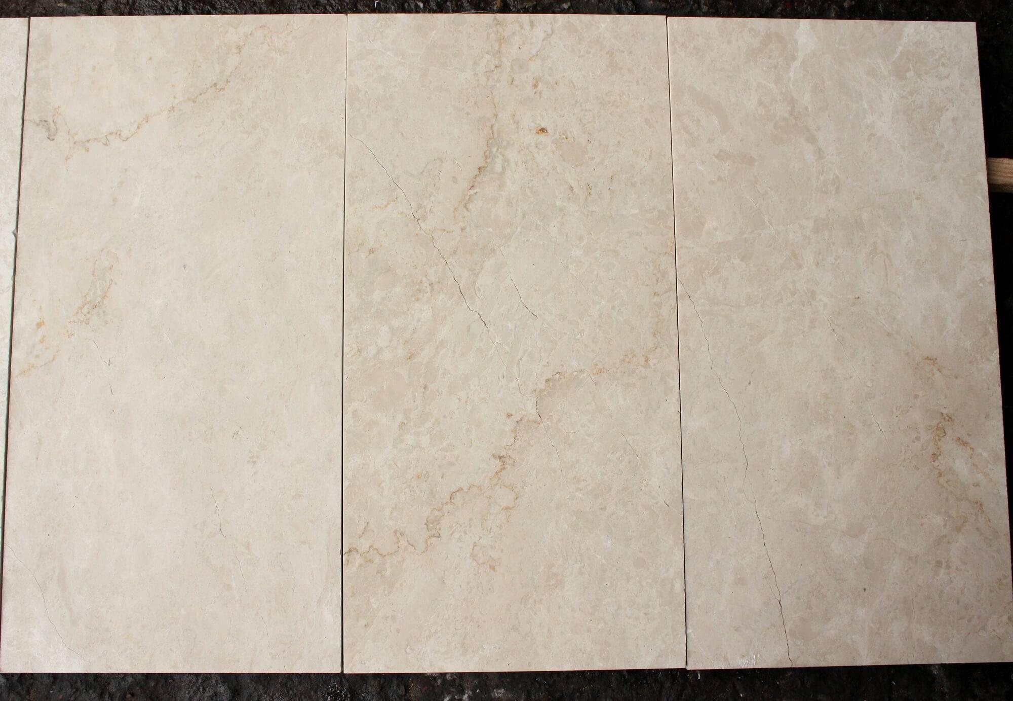 Плитка из бежевого мрамора 30х60 фото 1 — изелия и проекты от Bevers Marmyr