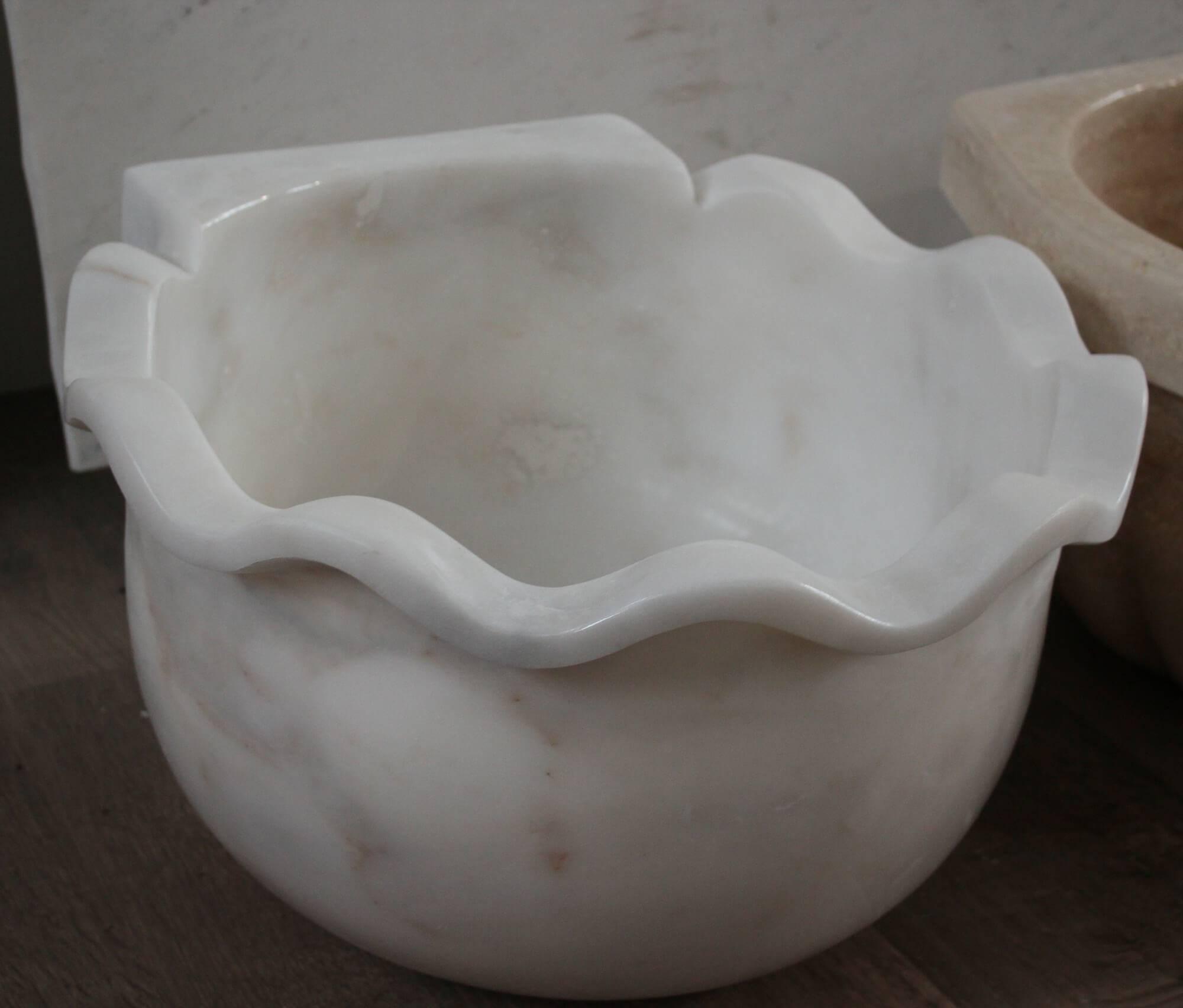 Белая мраморная курна, Турция фото 1 — изелия и проекты от Bevers Marmyr