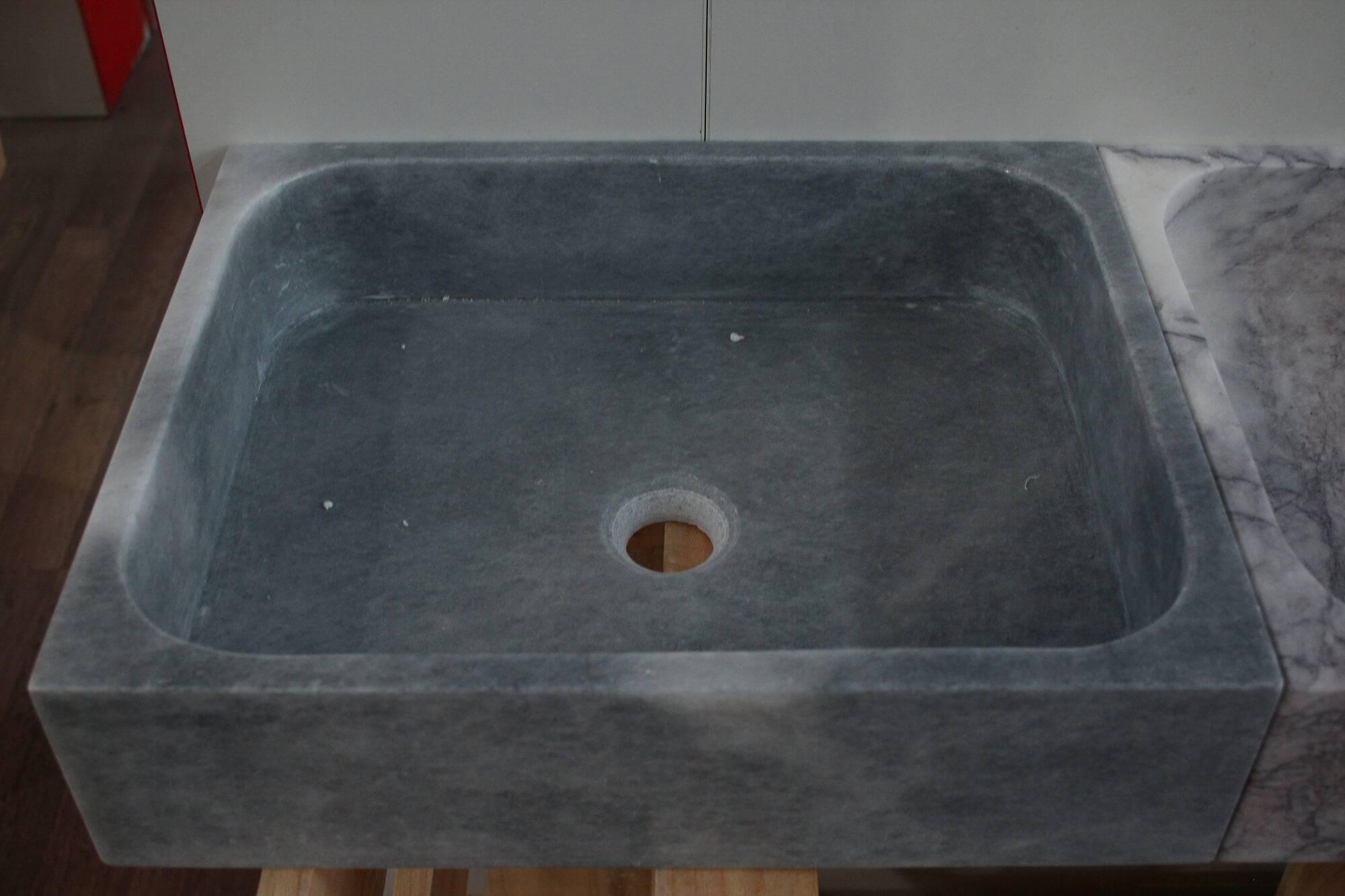Прямоугольный умывальник серого цвета из мрамора, Турция фото 1 — изелия и проекты от Bevers Marmyr