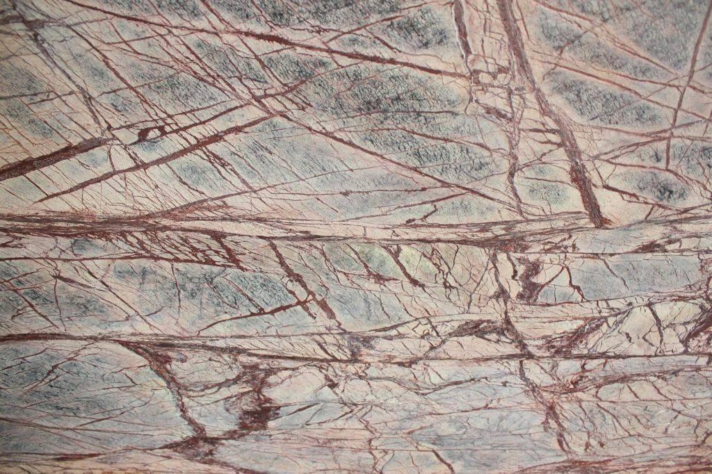 Коричневый мрамор Bidasar Brown, брашированный