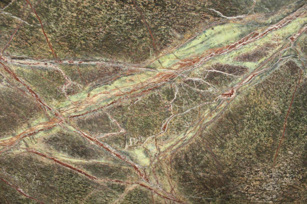 Зелёный мрамор Bidasar Green, брашированный