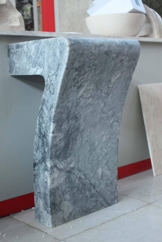 Умывальник из цельного блока мрамора Tiger Skin фото 4 — изелия и проекты от Bevers Marmyr