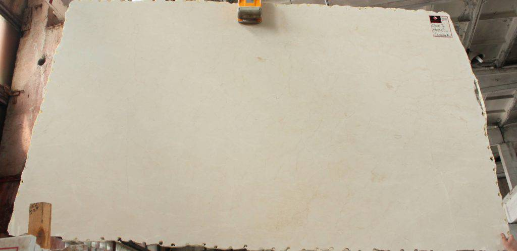 Бежевый мрамор Crema Marfil из Испании