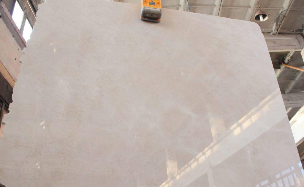 Серый мрамор CREMA MARFIL из Испании