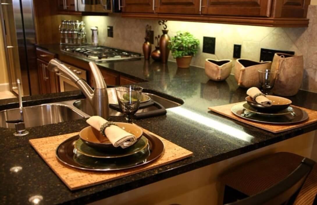 Виды столешниц для кухни и ванной
