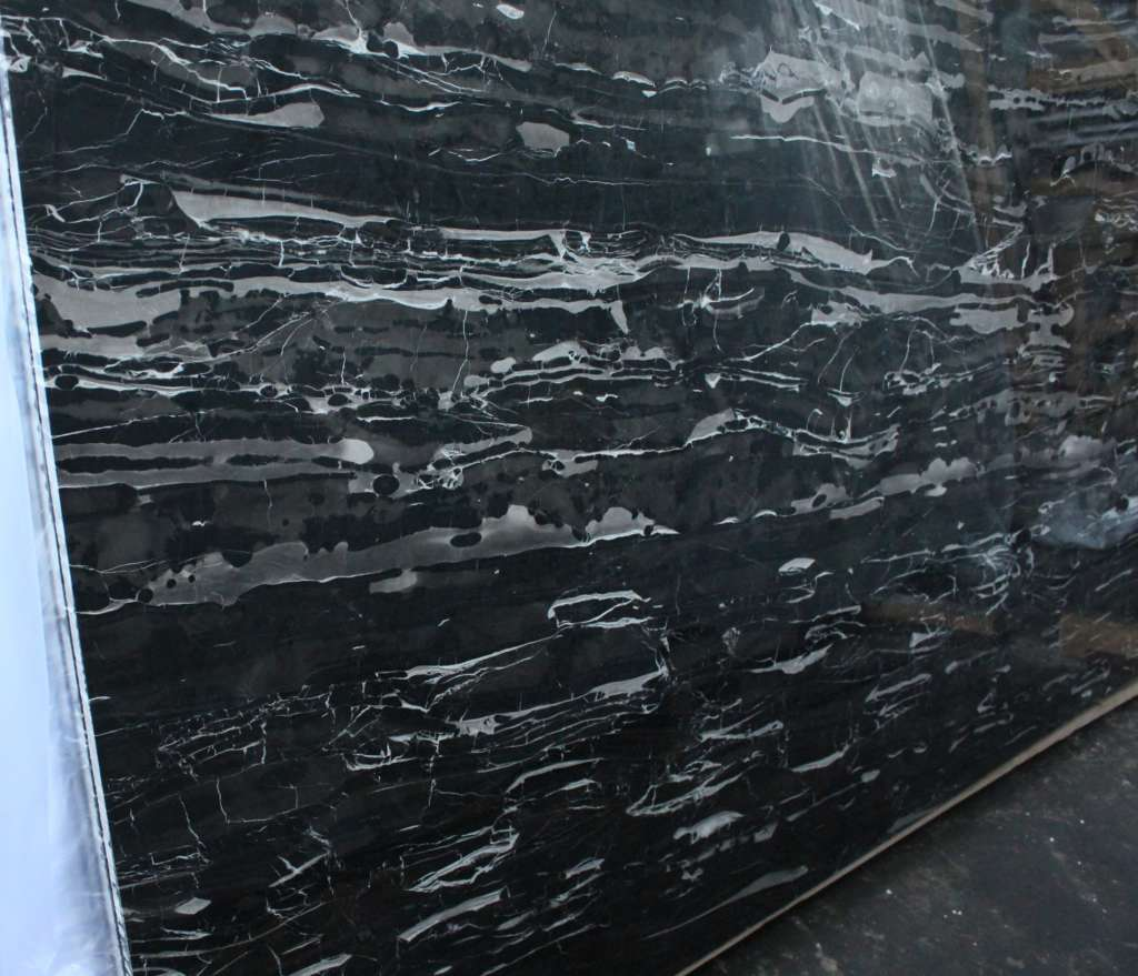 черный мрамор BLACK FOREST