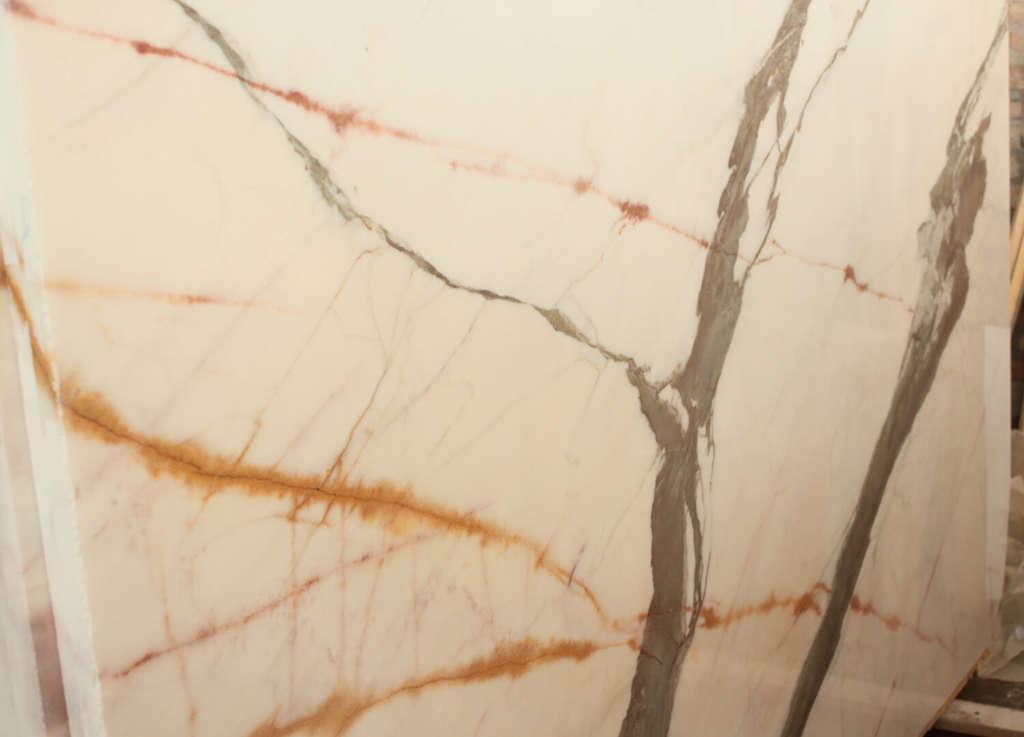Бело-серый натуральный мрамор CARRARA GREY
