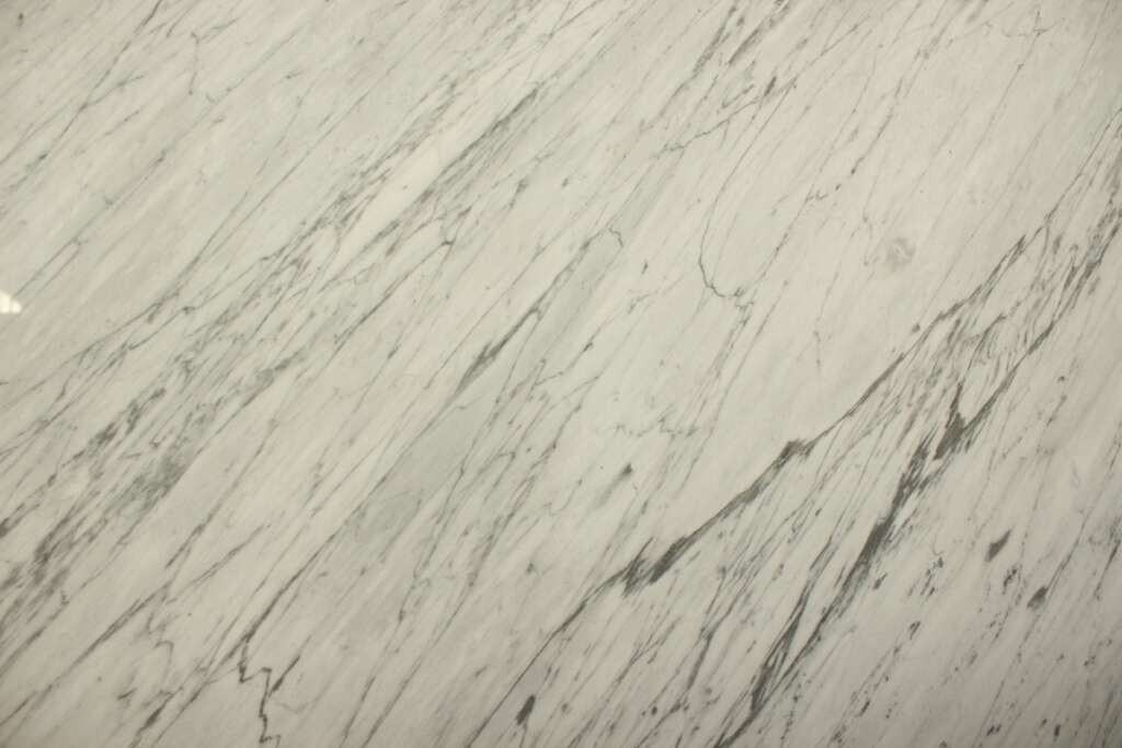 Сірий мармур Bianco Carrara