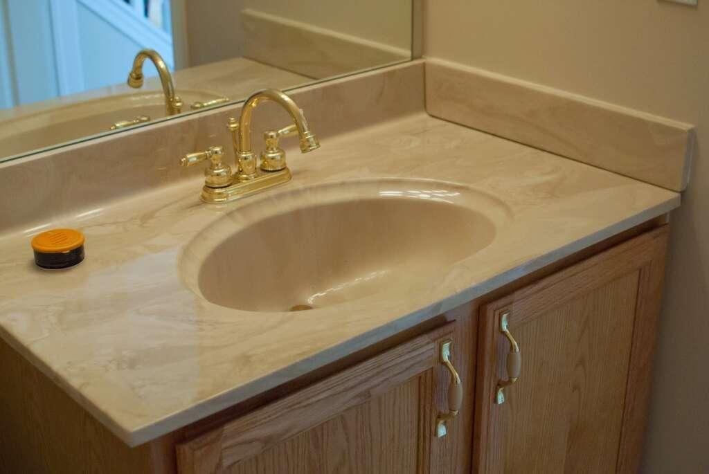 Бежевый мрамор в ванной