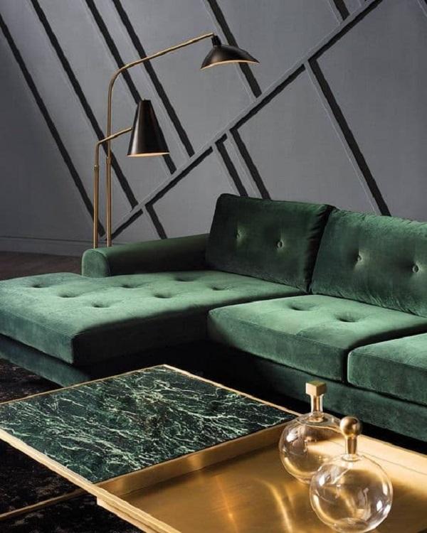 Зелений мармуровий столик у вітальні
