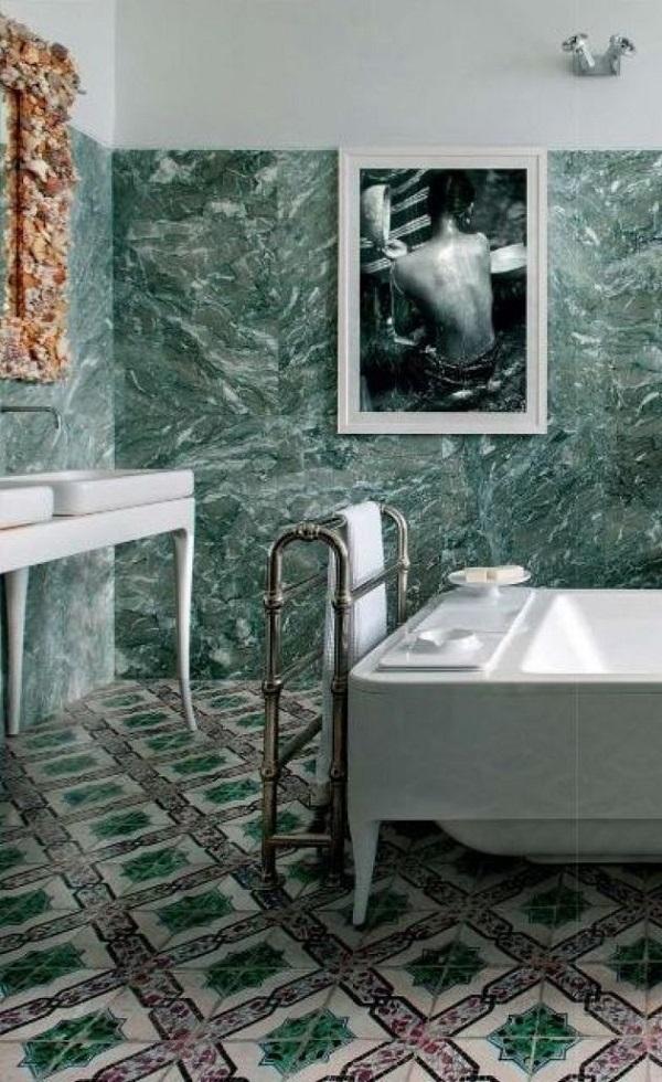 Зелений мармур у ванній кімнаті