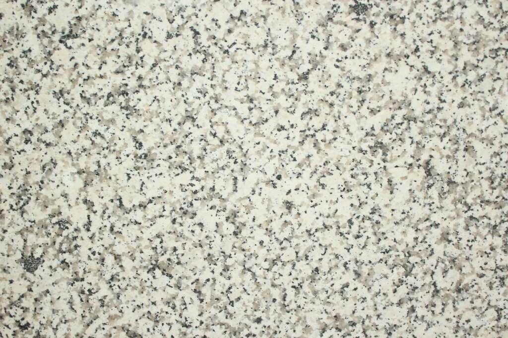 Біло-сірий граніт Bevers White Pearl